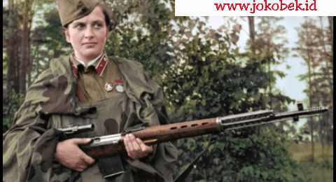 Lyudmilla Pavlichenko sniper wanita dengan senyum mematikan, tembus 309 kill pada perang dunia 2